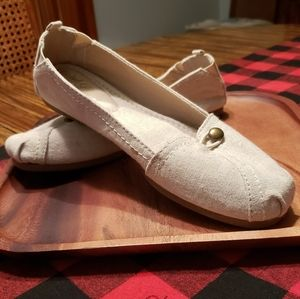 Faded Glory flats. Size 8 Women's. Beige/Tan